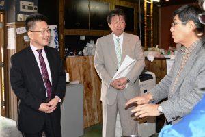 (左から)石黒委員長、坪田書記長
