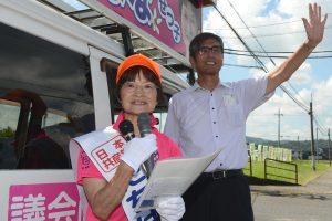 たちばなせつ子候補(左)と宮本岳志前衆院議員